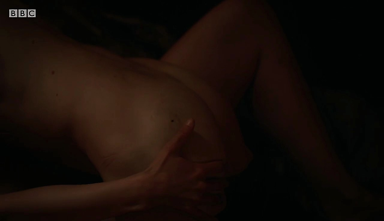 Alexander Dreymon sexy shirtless scene March 25, 2017, 1pm