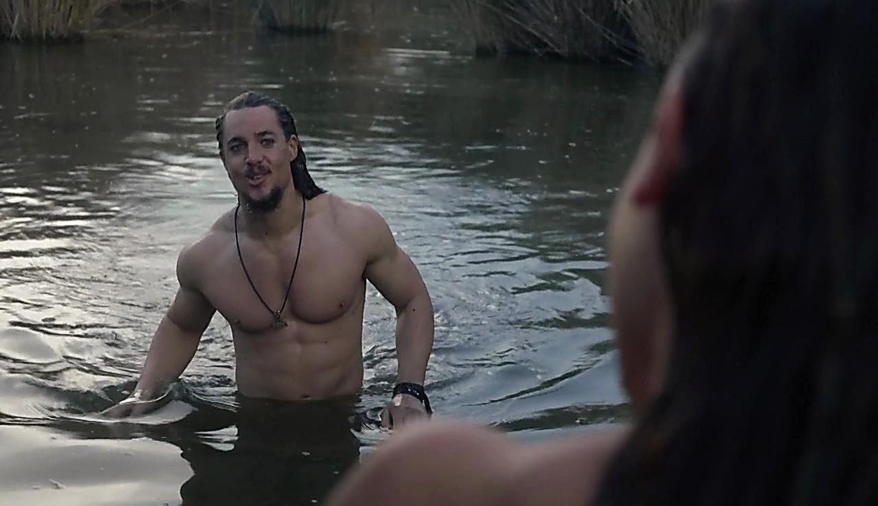Alexander Dreymon sexy shirtless scene May 21, 2017, 10am