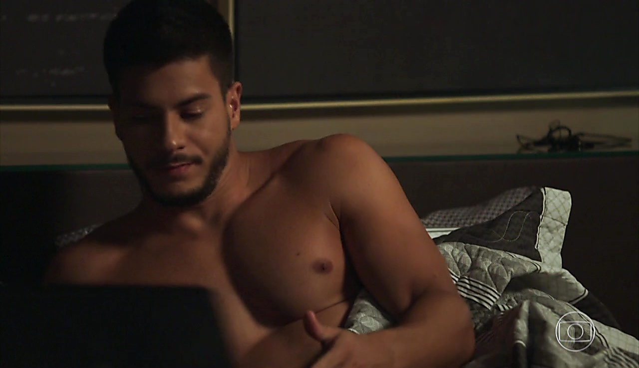Arthur Aguiar sexy shirtless scene January 11, 2018, 1pm