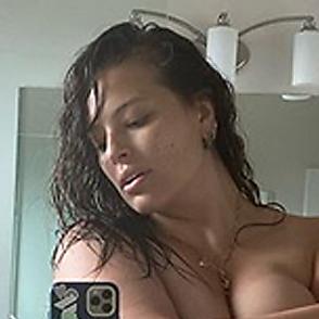Ashley Graham latest sexy shirtless October 18, 2020, 10am