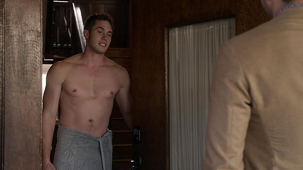 Blake Jenner sexy shirtless scene May 24, 2019, 1pm