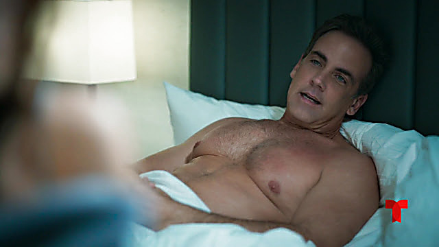 Carlos Ponce sexy shirtless scene January 30, 2021, 1pm