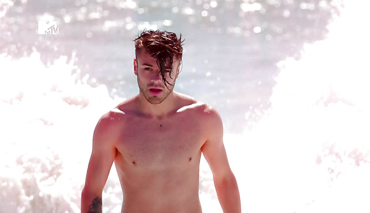 Casey Johnson sexy shirtless scene May 25, 2018, 1pm