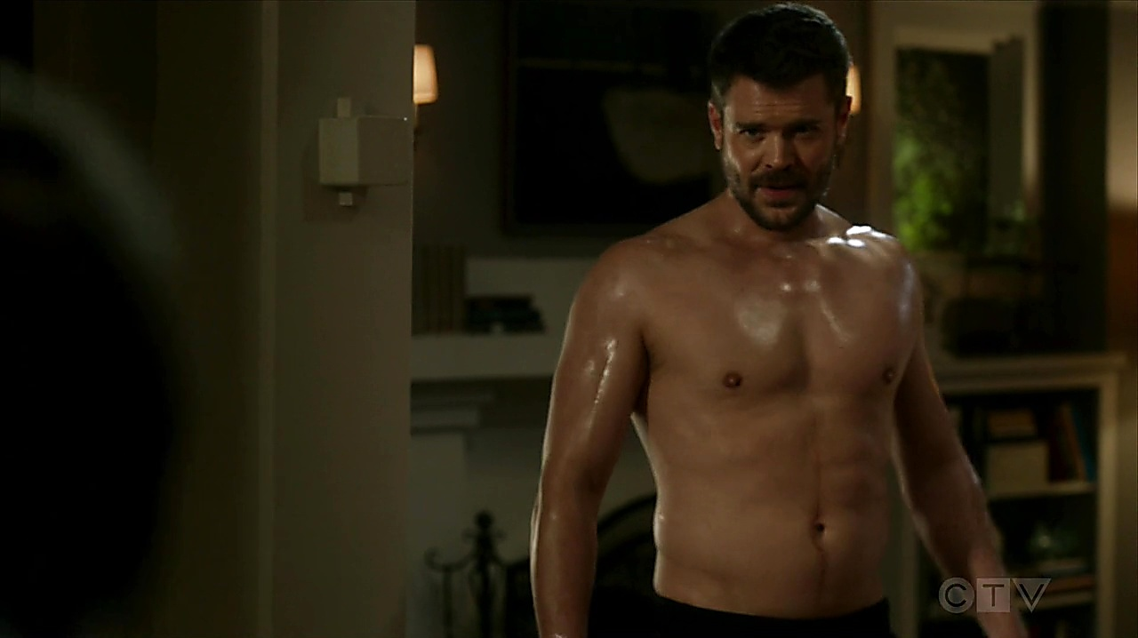 Charlie Weber sexy shirtless scene November 10, 2019, 3pm