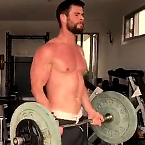 Chris Hemsworth latest sexy shirtless March 11, 2017, 11am
