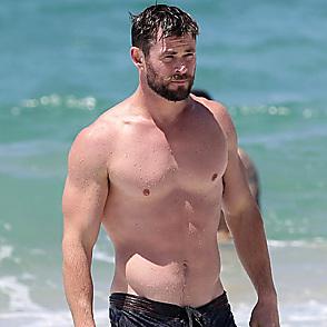 Chris Hemsworth latest sexy shirtless October 14, 2017, 10am