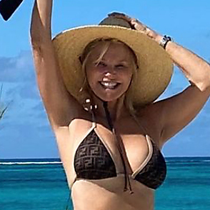 Christie Brinkley latest sexy shirtless January 23, 2021, 6pm