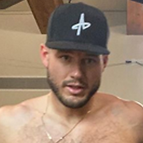 Colton Underwood latest sexy shirtless April 29, 2021, 4pm