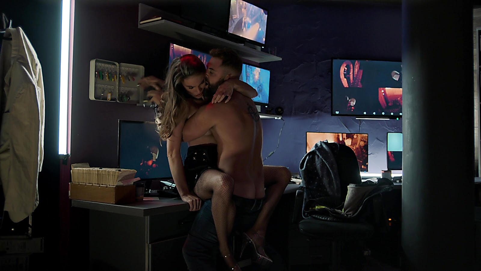 Daniel Macpherson sexy shirtless scene February 22, 2020, 6am