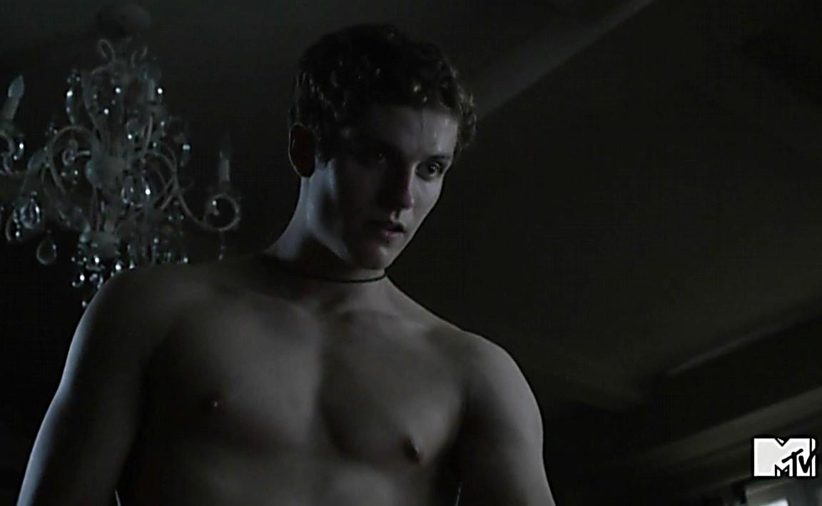 Tyler Hoechlin sexy shirtless scene January 18, 2014, 6pm