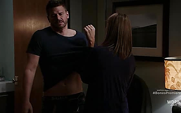 David Boreanaz sexy shirtless scene September 29, 2014, 3pm