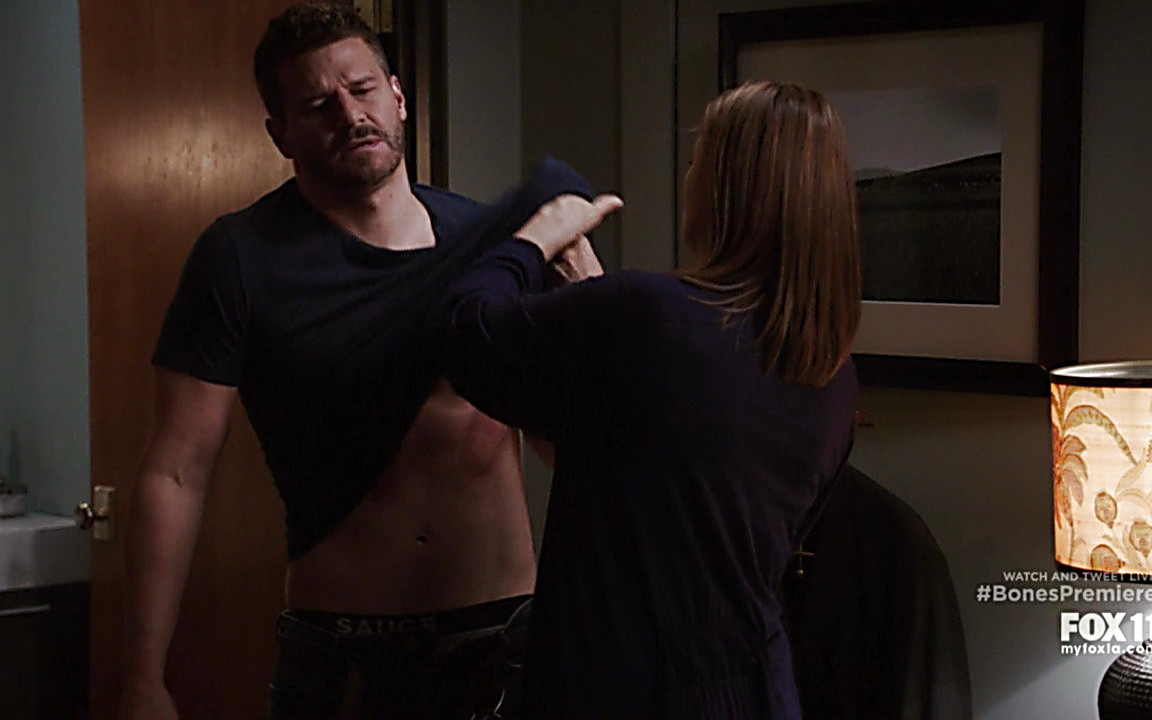 David Boreanaz sexy shirtless scene September 27, 2014, 12am