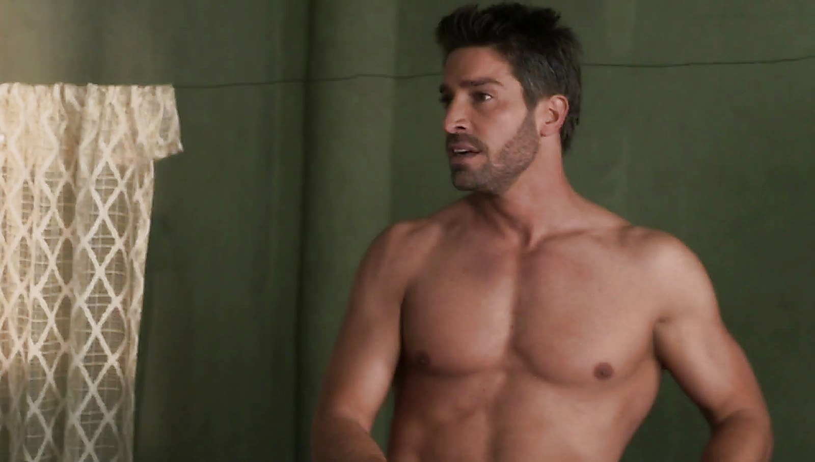 David Chocarro sexy shirtless scene March 1, 2017, 1pm