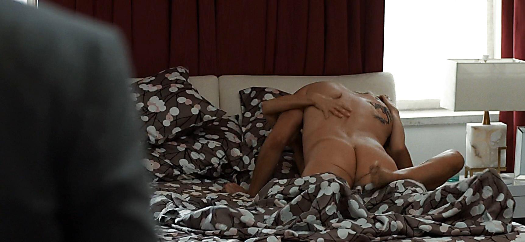 Dax Shepard sexy shirtless scene January 12, 2015, 11pm