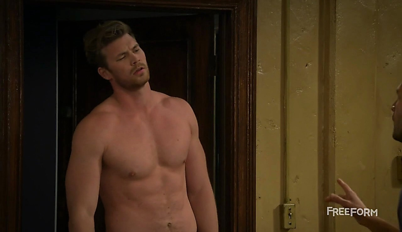 Derek Theler sexy shirtless scene March 21, 2017, 2pm