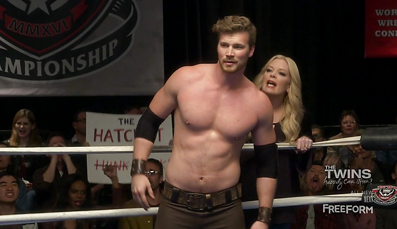 Derek Theler sexy shirtless scene March 28, 2017, 3pm