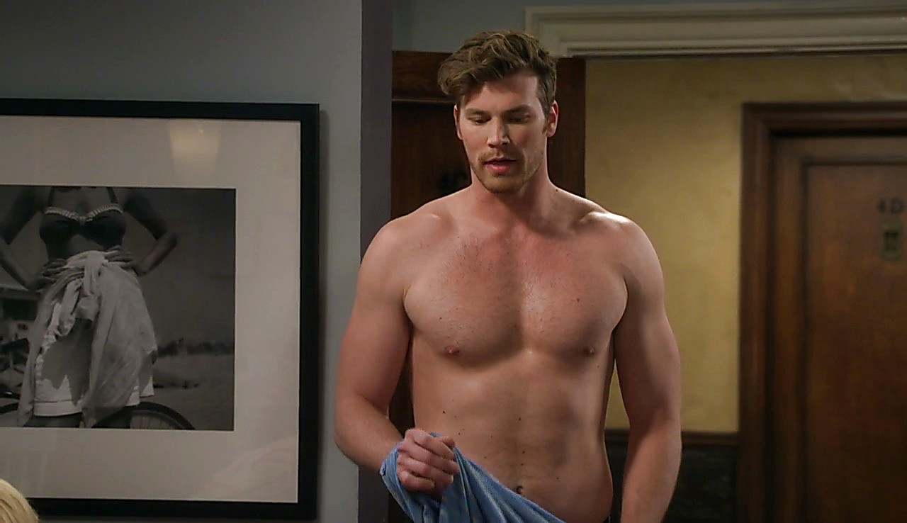 Derek Theler sexy shirtless scene May 10, 2017, 12pm