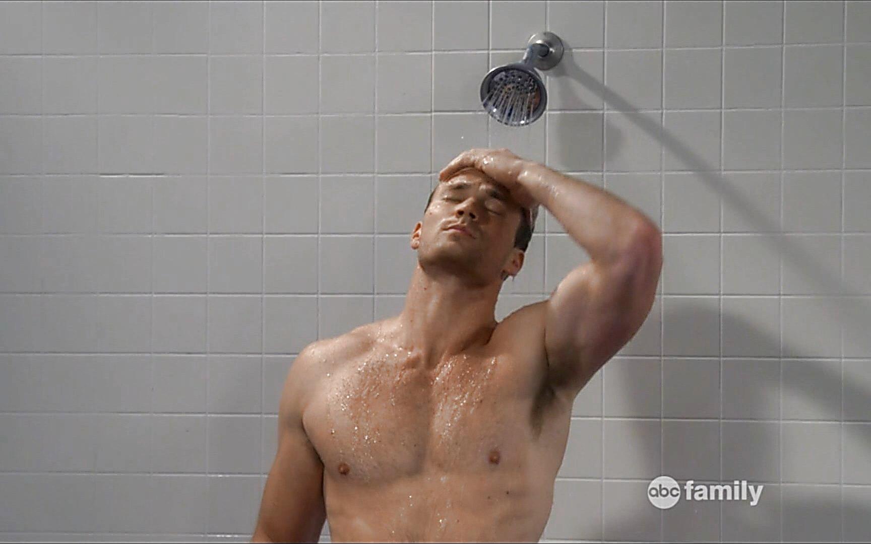 Derek Theler sexy shirtless scene January 15, 2015, 12am