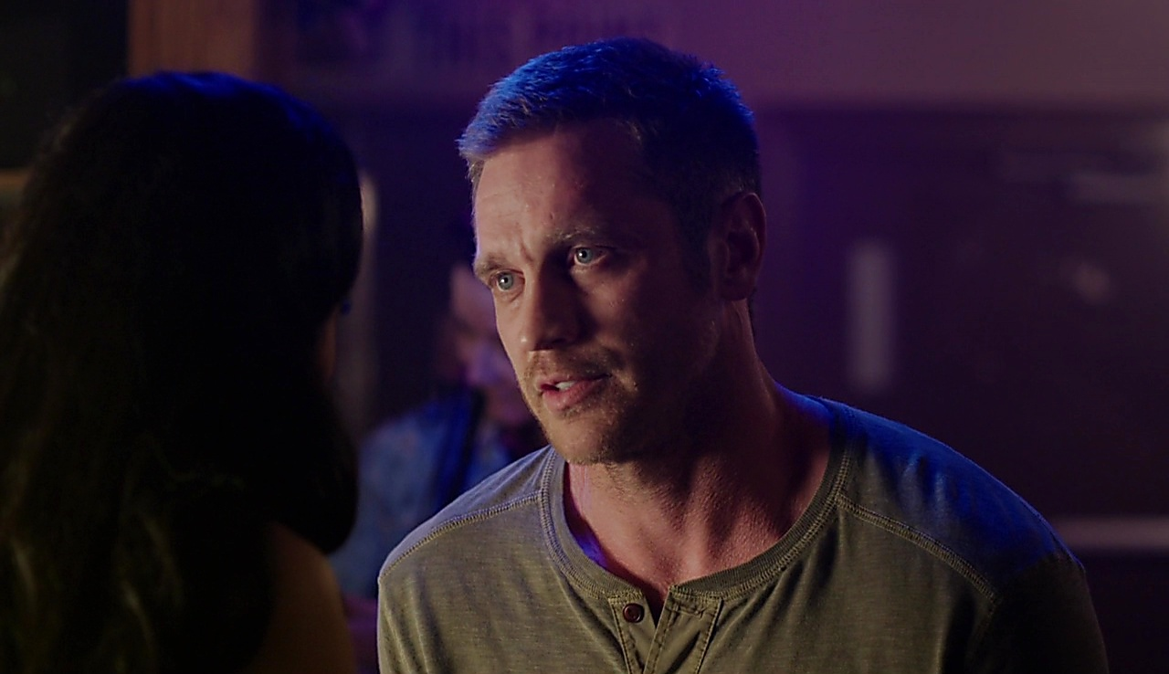 Devon Sawa Somewhere Between S01E01 2017 08 04 2jpg