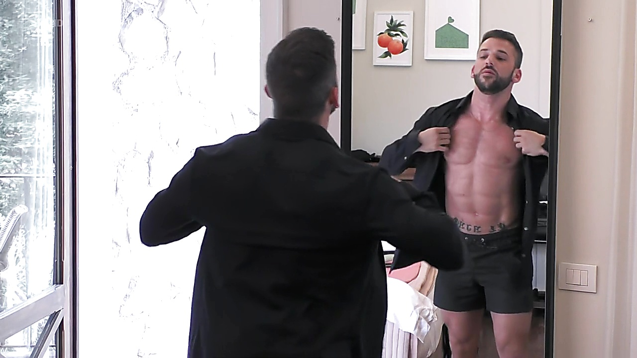Duncan James sexy shirtless scene October 4, 2019, 8am