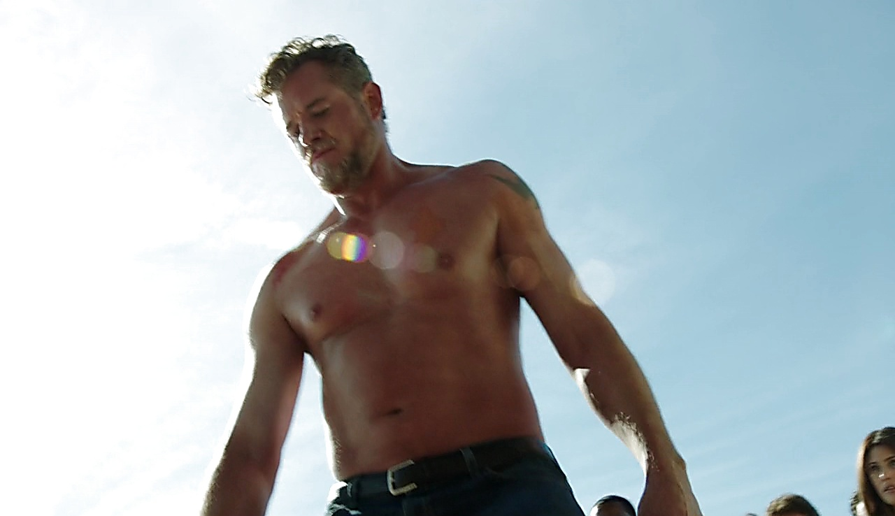 Eric Dane sexy shirtless scene August 22, 2017, 11am