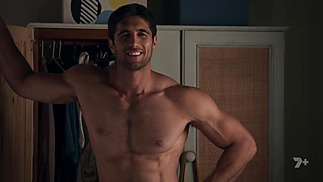Ethan Browne sexy shirtless scene May 27, 2021, 4am