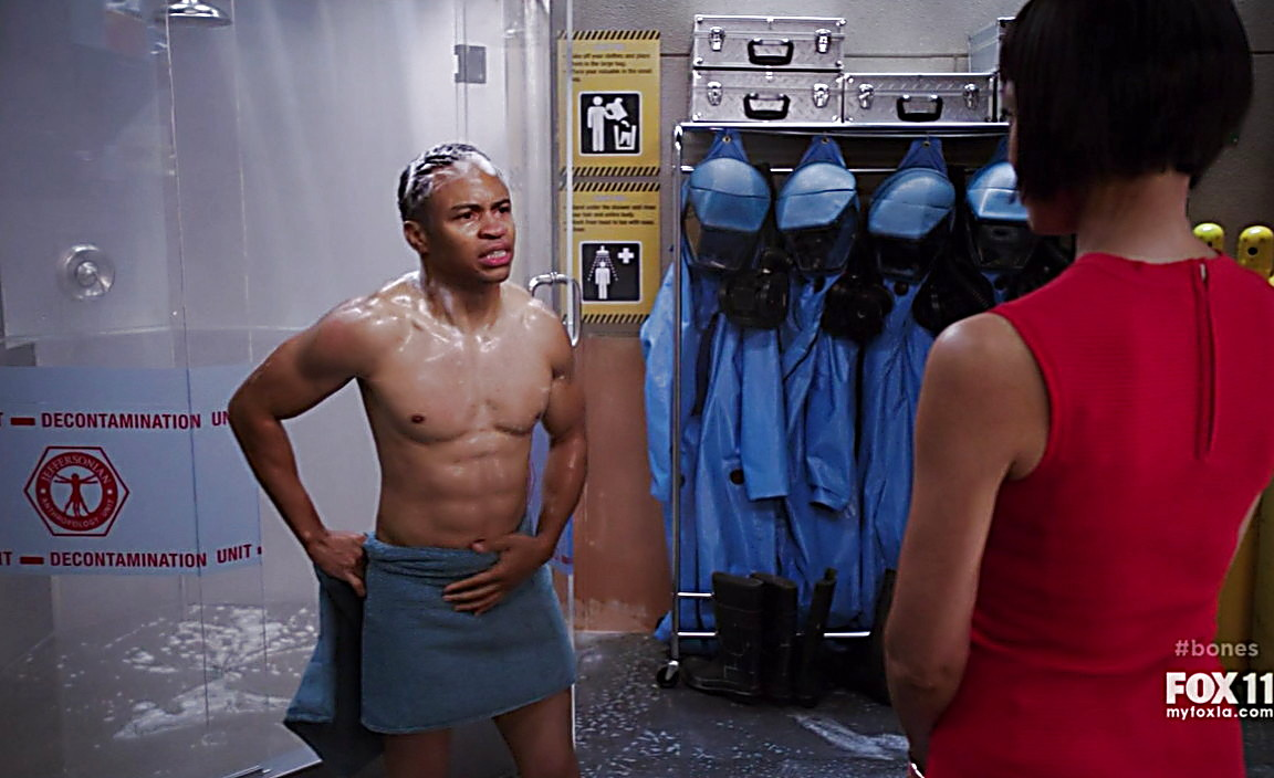 Eugene Byrd sexy shirtless scene January 19, 2014, 9am