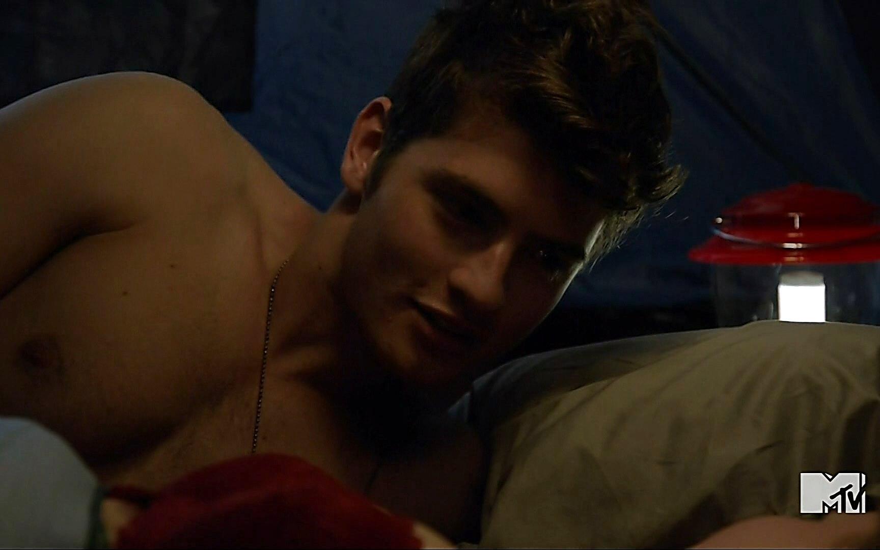Gregg Sulkin sexy shirtless scene January 3, 2015, 3am