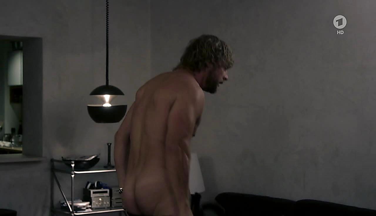 Henning Baum sexy shirtless scene June 11, 2017, 1pm