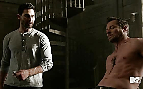 Ian Bohen sexy shirtless scene July 21, 2014, 1pm