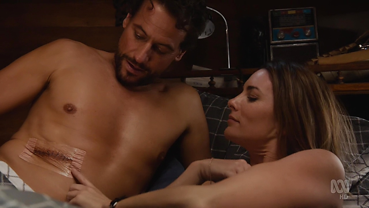 Ioan Gruffudd sexy shirtless scene May 13, 2019, 3pm