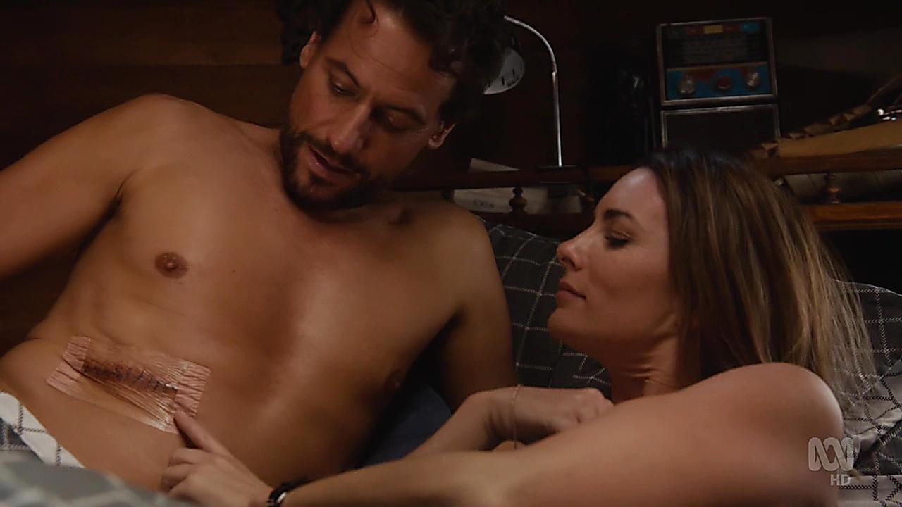 Ioan Gruffudd sexy shirtless scene May 13, 2019, 3pm