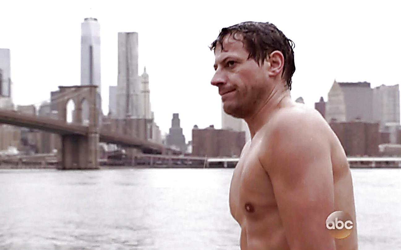 Ioan Gruffudd sexy shirtless scene September 28, 2014, 9pm