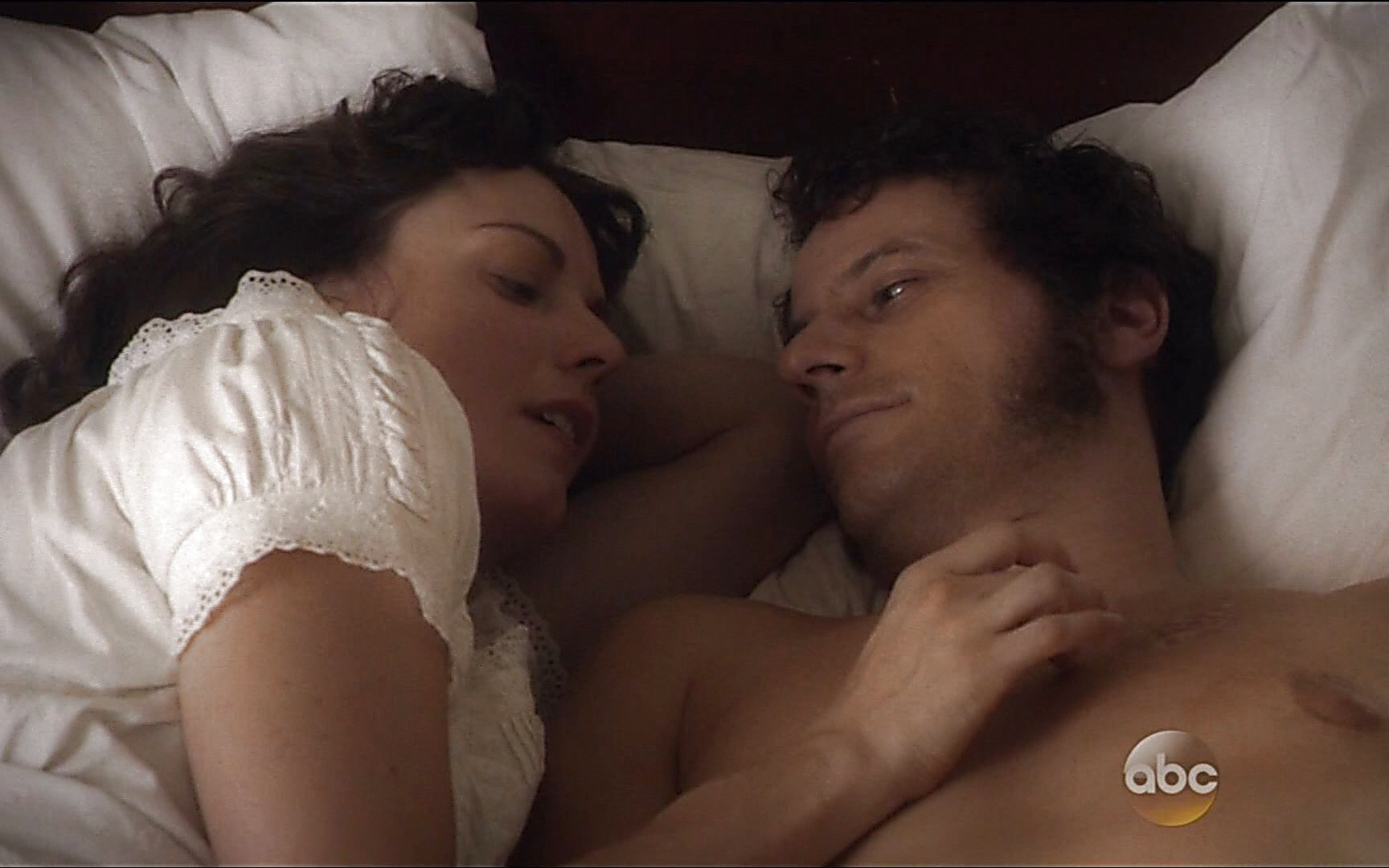 Ioan Gruffudd sexy shirtless scene January 3, 2015, 12am
