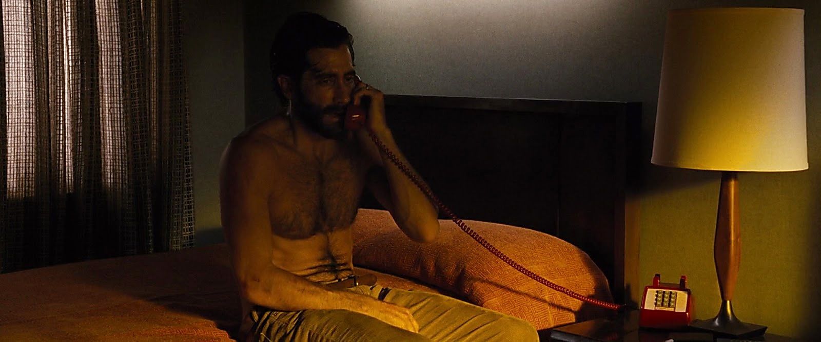 Jake Gyllenhaal latest sexy shirtless scene February 7, 2017, 10am