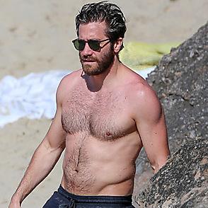 Jake Gyllenhaal latest sexy shirtless January 7, 2017, 11am