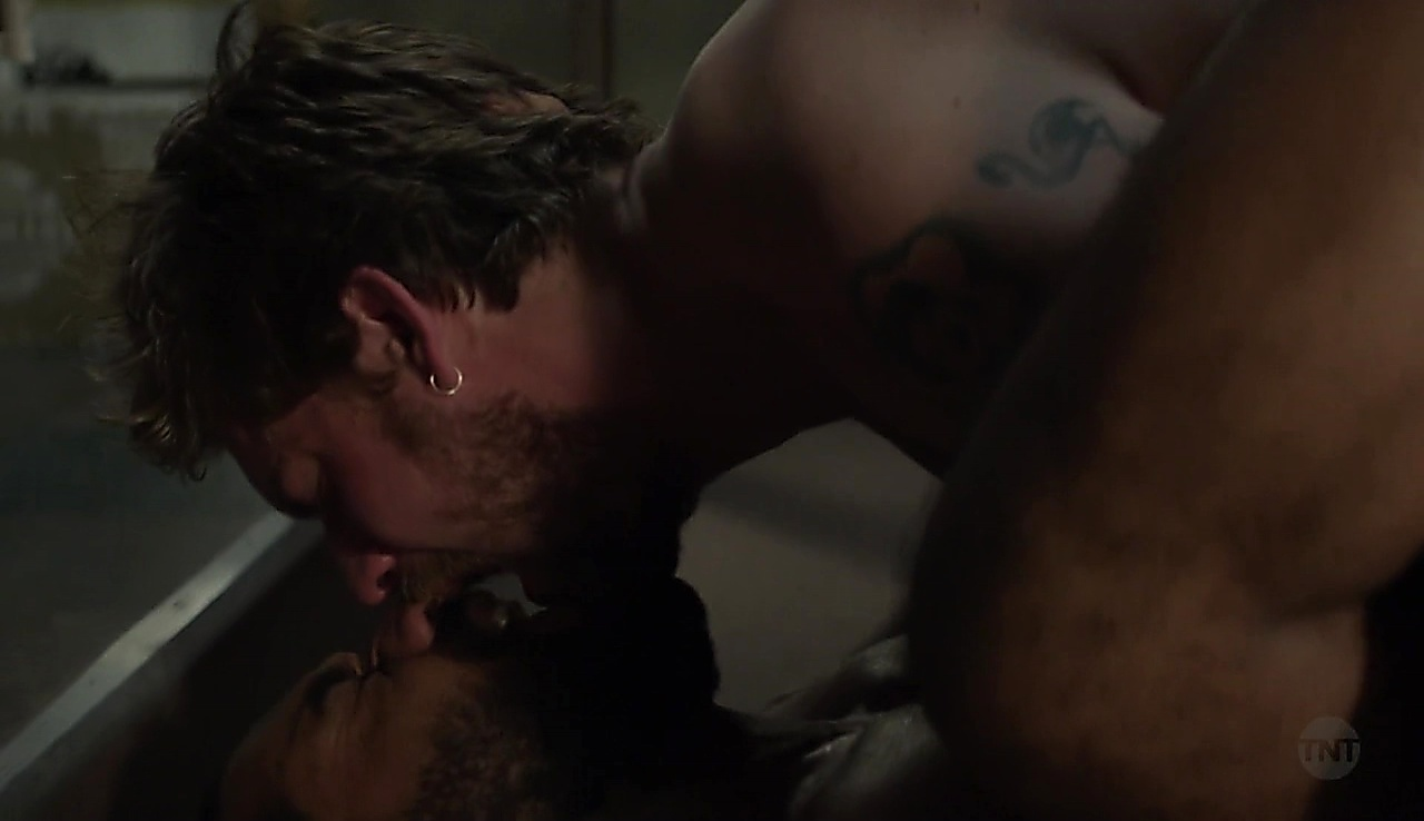 Jake Weary sexy shirtless scene June 27, 2018, 8am