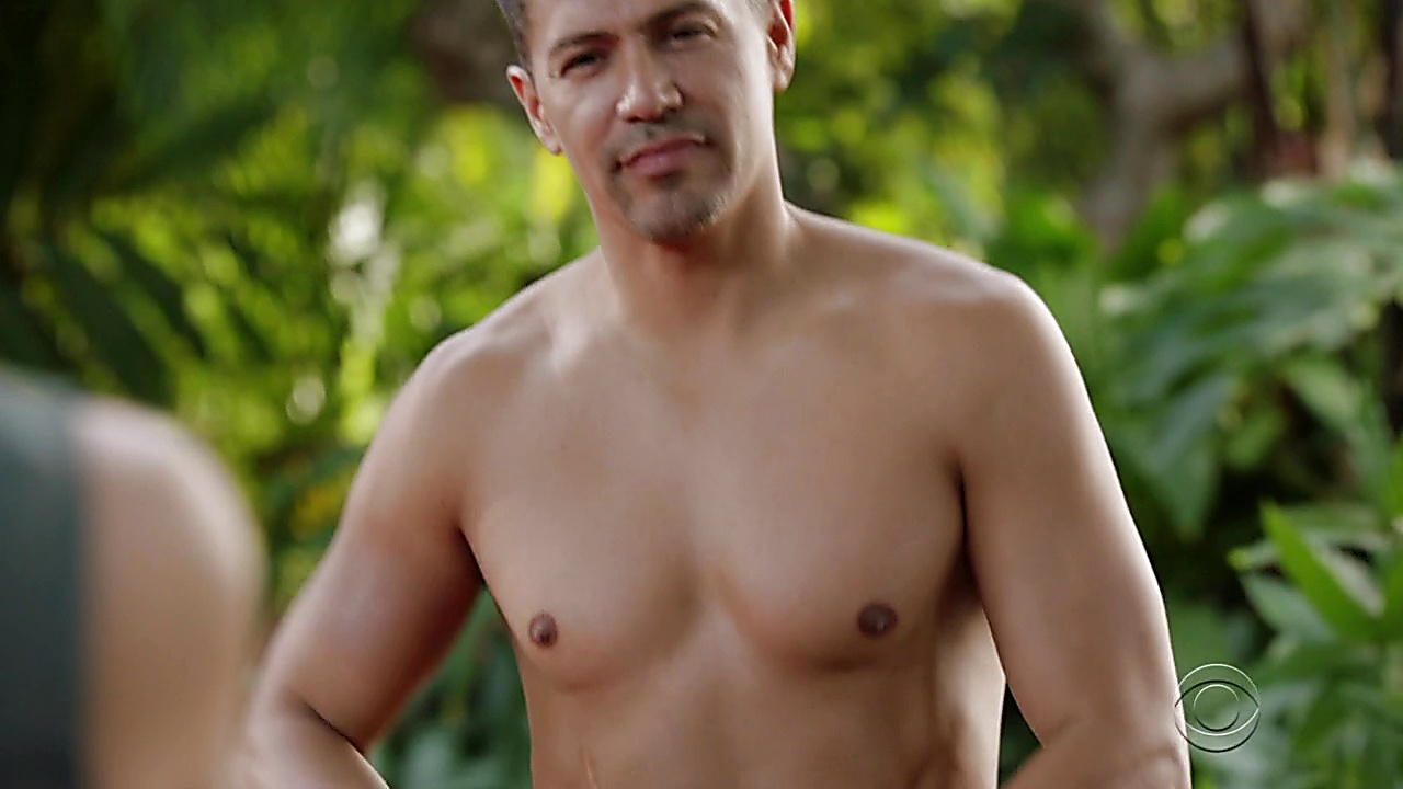 Jay Hernandez sexy shirtless scene January 15, 2019, 1pm