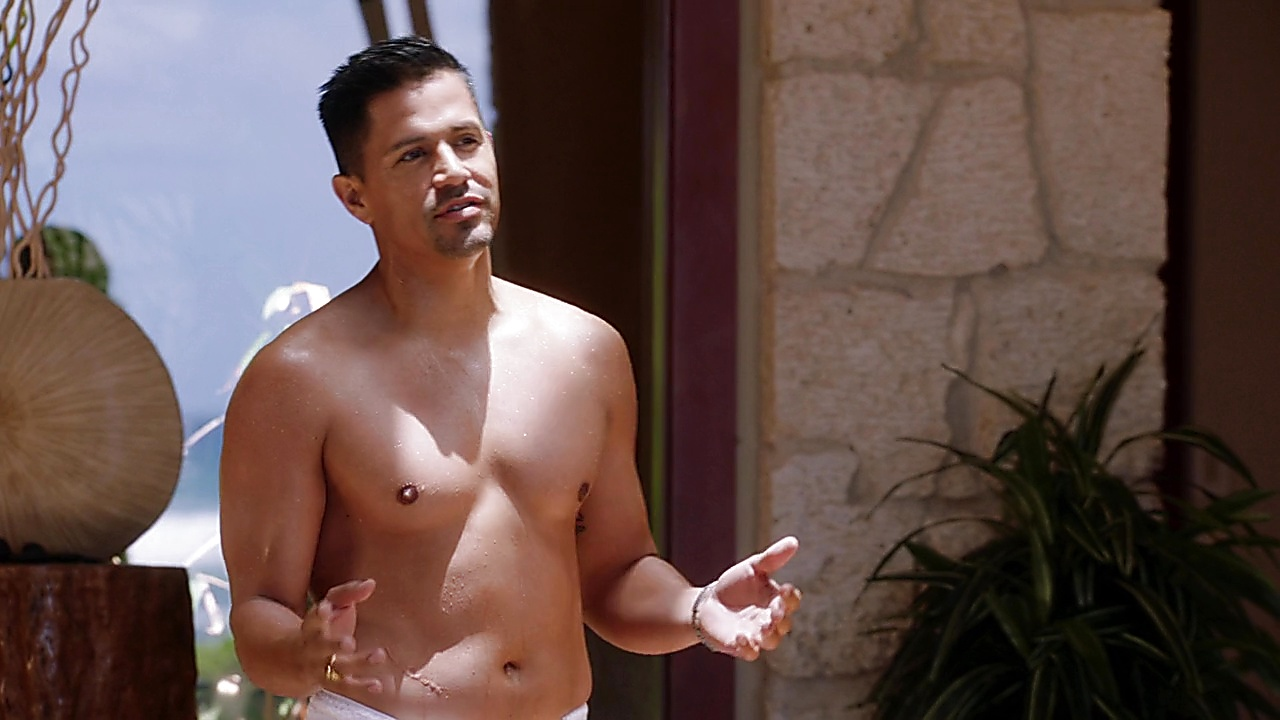 Jay Hernandez sexy shirtless scene October 12, 2019, 12pm
