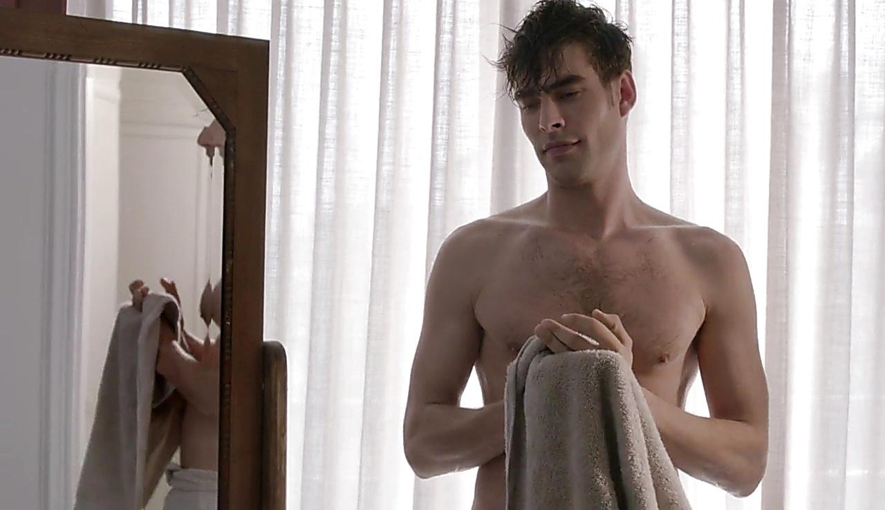 Jon Kortajarena sexy shirtless scene June 20, 2018, 5am