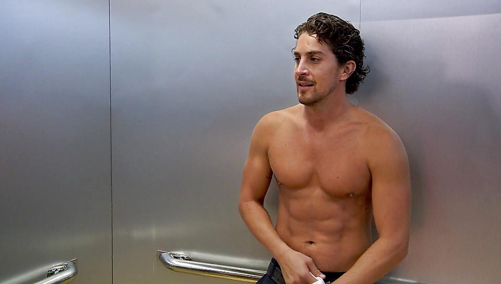 Jonathan Islas sexy shirtless scene January 25, 2017, 12pm
