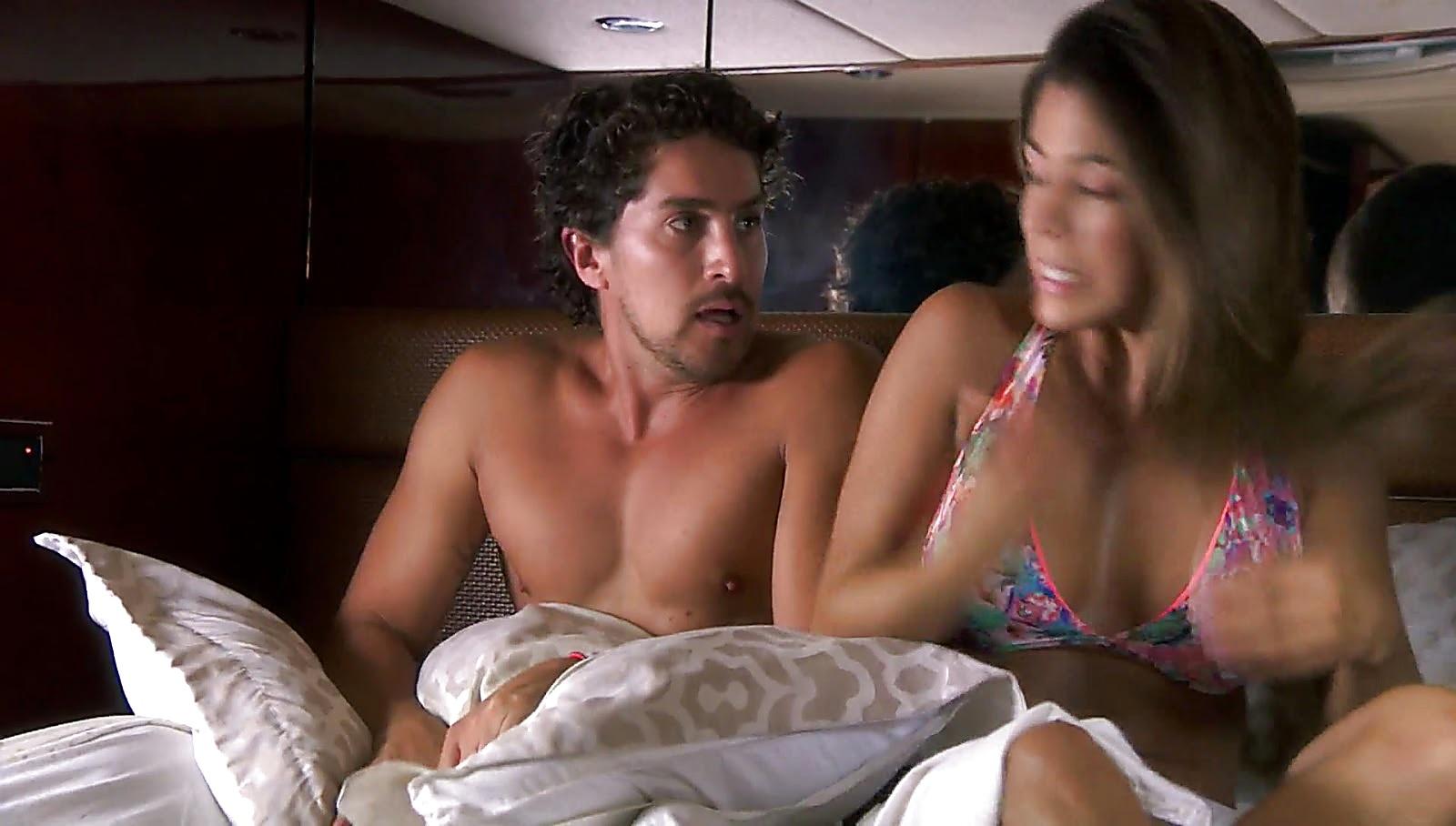 Jonathan Islas sexy shirtless scene February 18, 2017, 1pm