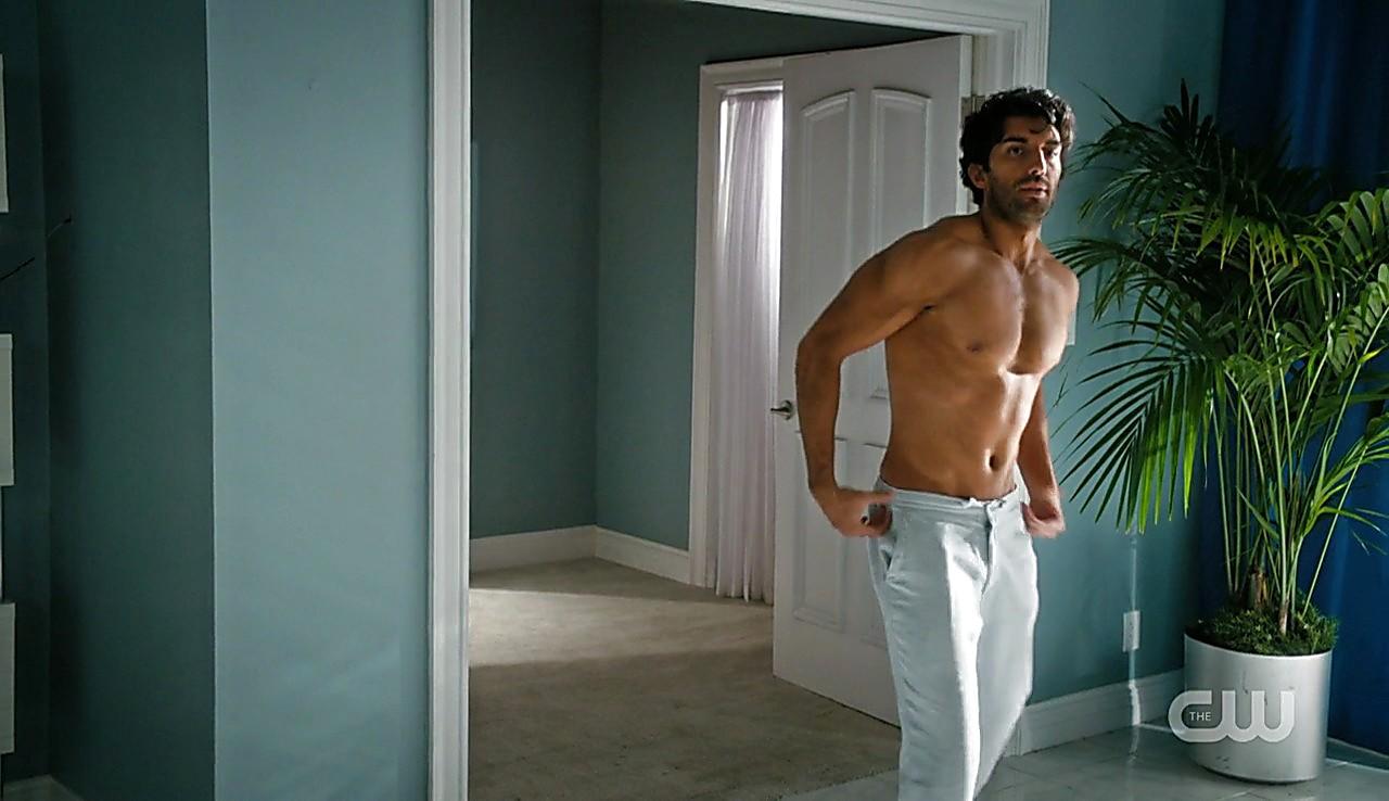 Justin Baldoni sexy shirtless scene March 28, 2017, 2pm