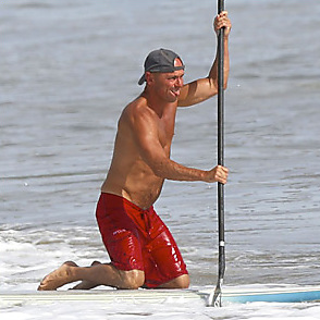 Kenny Chesney latest sexy shirtless October 27, 2015, 7am