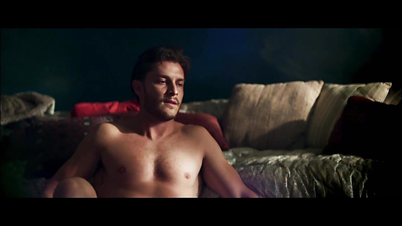 Klebber Toledo sexy shirtless scene November 21, 2018, 12pm