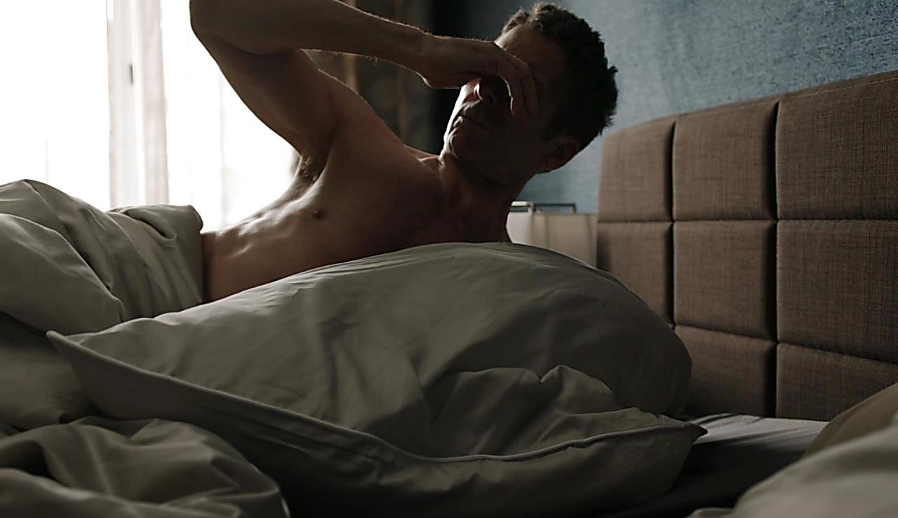 Leland Orser sexy shirtless scene October 23, 2017, 12pm