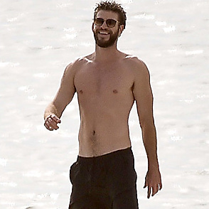 Liam Hemsworth latest sexy shirtless October 24, 2017, 3pm