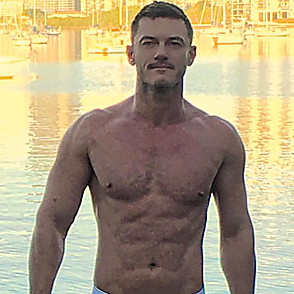 Luke Evans latest sexy shirtless December 30, 2017, 10am