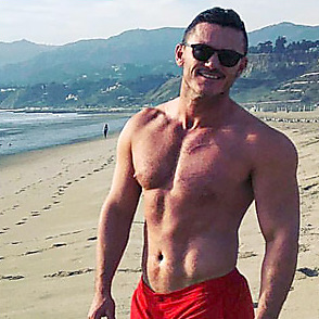 Luke Evans latest sexy shirtless February 5, 2018, 2pm
