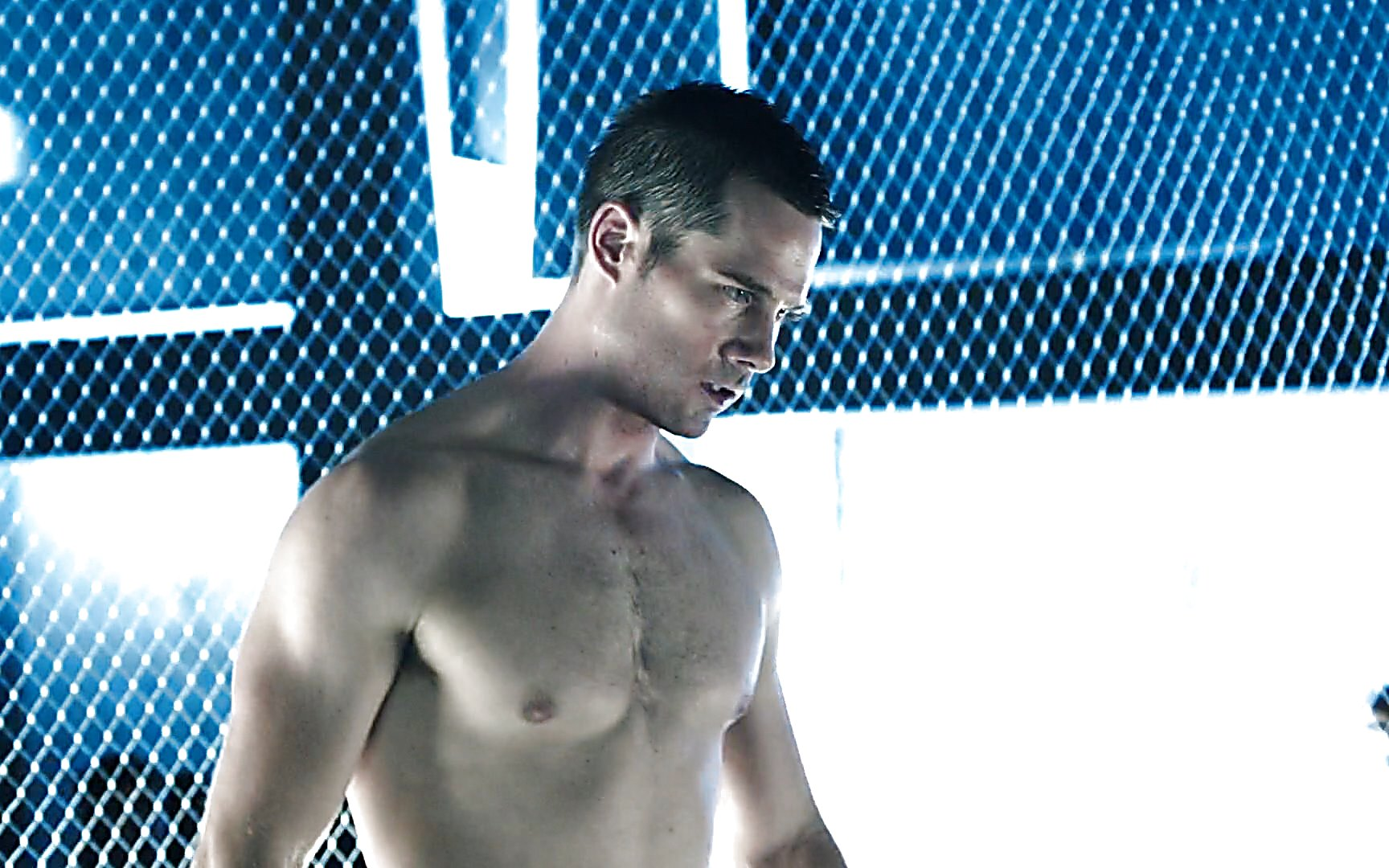 Luke Macfarlane sexy shirtless scene July 11, 2015, 8pm